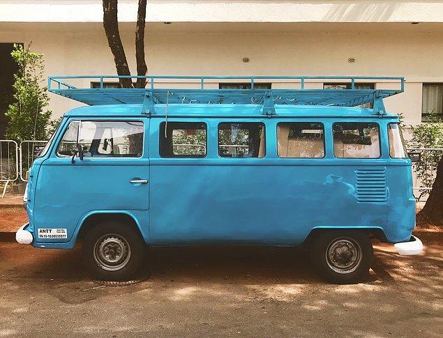 Cameron ve Janice Hooker genç kadını kaçıran bu mavi karavanın sahipleriydiler. Karavana bindikten sonra işlerin tuhaflaştığını fark eden Colleen için ise artık çok geçti...