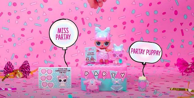 5. L.O.L. Surprise'ın en yeni serisi L.O.L. Surprise Present Surprise ise pandemi döneminde büyük partilerle kutlanamayan doğum günlerinin en büyük tesellisi olmaya geliyor! Doğumgünü partilerine gidemiyorsak, hediye L.O.L. Bebeklerimiz gitsin!