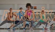 Evde Spor Yaparken Parlak Tayt Üzeri Mayo ve Saç Bandı Takmak İsteyenlere 12 Aerobik Şarkısı