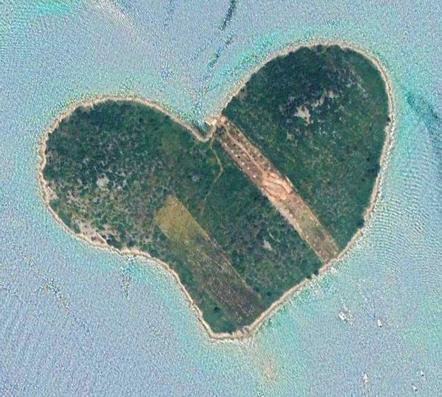 4. Hırvatistan'da kalp şekline bir ada.