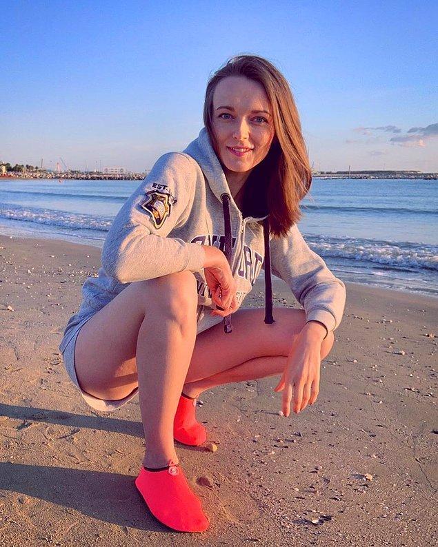 Görüntüsü kişiye ve zevke göre değişir ancak plaj için üretilen bir kıyafetin sokağa geçiş yapması tartışılabilir.