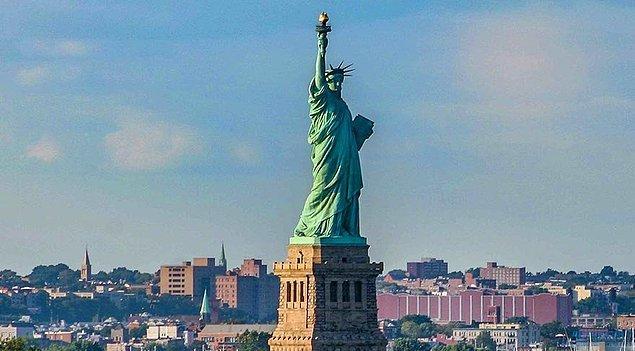 4. Özgürlük Heykeli'nin Fransızlardan Amerikalılara hediye olduğu bilinen bir gerçek.