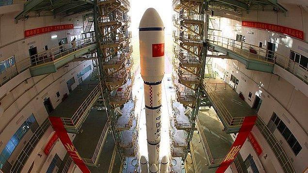 Tekrar kullanılabilir roketlerin, daha iyi uzay modülü ve uzay giysilerinin, uzay turizminin, uzay madenciliğinin ve her geçen yıl artan sayıda uzay misyonunun olduğu, insanlığın ciddi derecede uzayda yayılmaya başladığı bir döneme şahit oluyoruz.