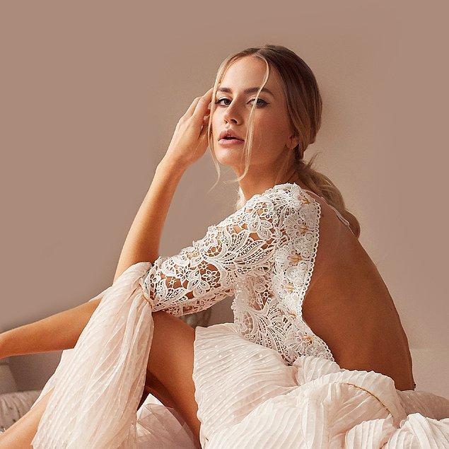 7. İlhamını beyaz çiçeklerden alan, dantel detayları ile kalbimizi çalan cesur elbiseler