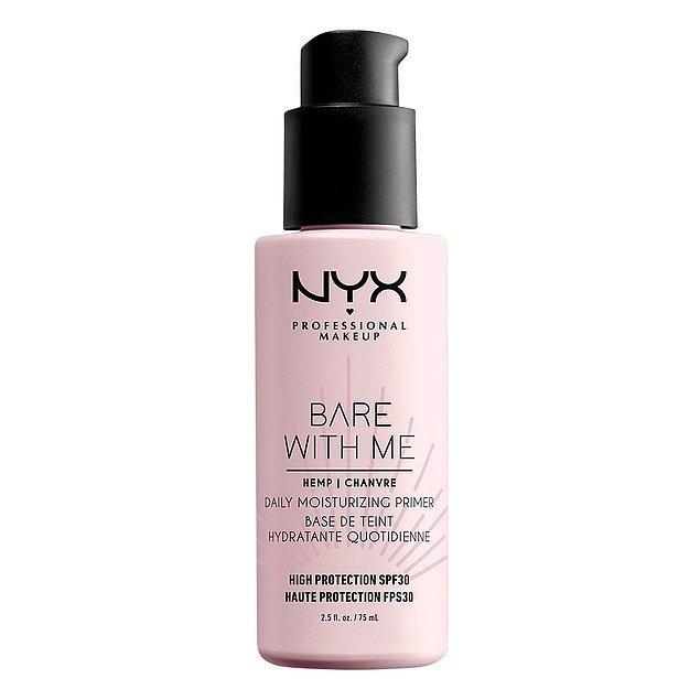 2. Kenevir tohumu yağı içeren formülü ile ıslak makyaj görünümü elde ederken cildini uzun süre nemlendirebilirsin!