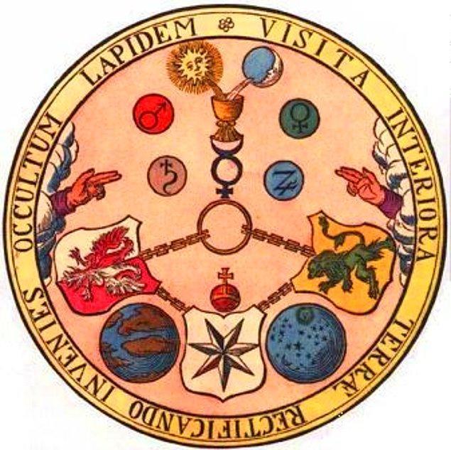 """Ezoteristlerin ciddiyeti elden bırakmayan unsurları da tarihten süzülerek gelmiş """"eski söylencelerini, sembollerini ve ritüellerini"""" kullanarak, yüksek meziyetlere sahip, aydınlanmış yurttaşlar yetişmek için çaba gösteriyor."""