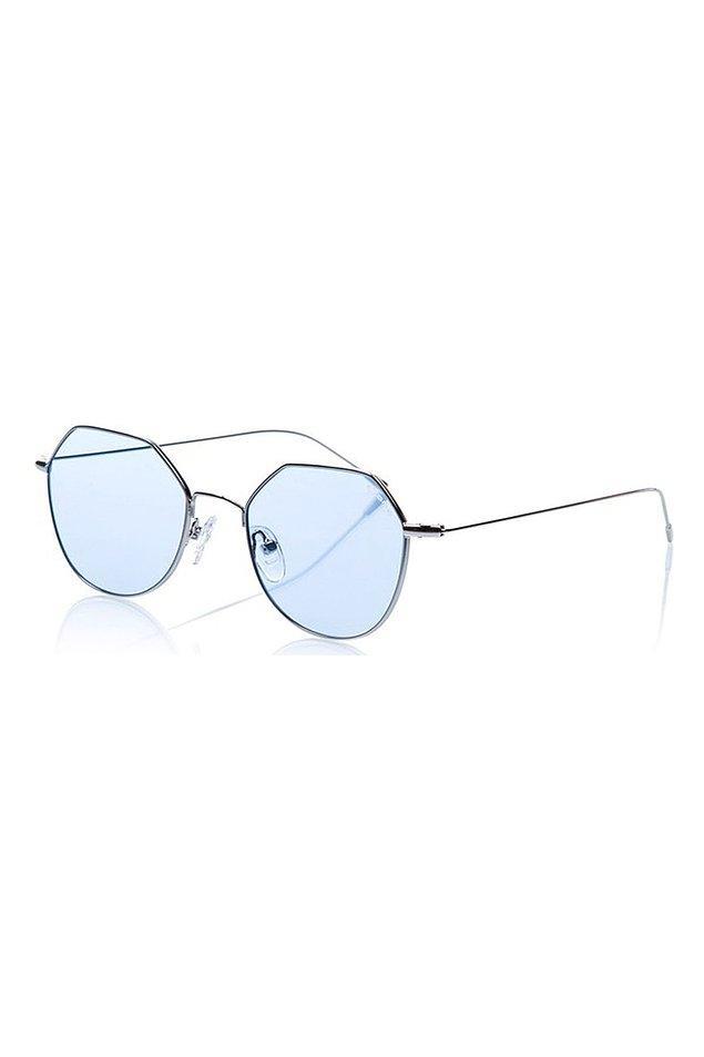 11. Osse marka gözlüğün indirimsiz fiyatı 400 TL. Şu anda indirimde. Gözlük ufak bir gözlük ama çok tarz...