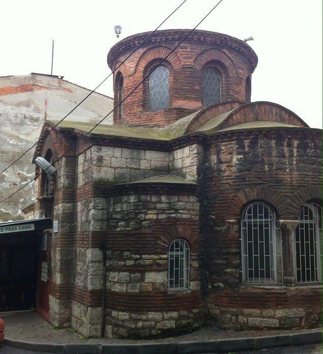 İstanbul Fatih'te bulunan ve Doğu Roma döneminden kalma tarihi Hirâmi Ahmed Paşa Camii, sanat ve mimariyle alakalı olarak değil, bambaşka bir gündemle satırlarımıza taşınıyor...