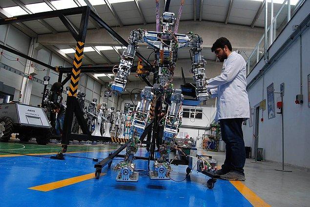 Yapay sinir ağlarının en yaygın ve güncel kullanım alanı ise şüphesiz insansı robotların geliştirilmesidir.