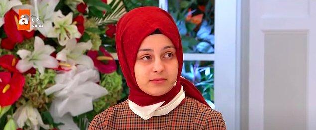 Bu arada Tarık'ın ailesi temizlik, yemek derdine düştüklerinde 19 yaşındaki gelinleri Elif hamile. Tarık'ın ailesi o kadar baskı kurmuş ki evlerine alışveriş yaptıklarında poşetleri gizli gizli eve sokuyorlarmış.
