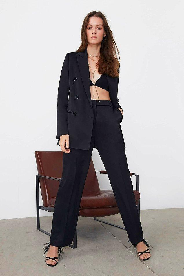 10. Her kadının dolabında olması gereken bir parça: Siyah saten pantolon. %70 indirim ile fiyatı şu anda 137 TL!