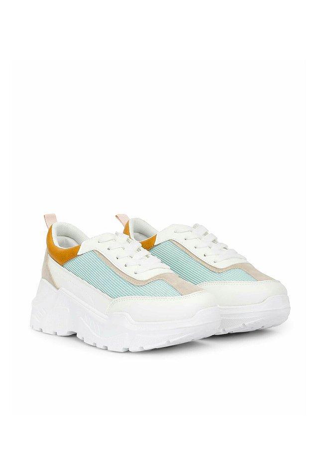 16. İpekyol indiriminde çok güzel botlar ve spor ayakkabılar da var.