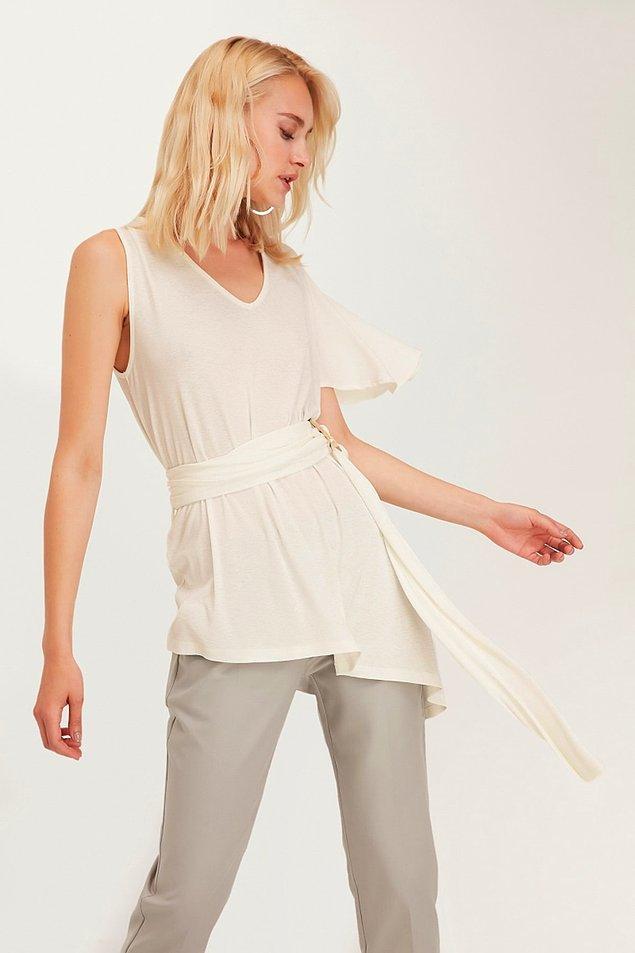 17. Kuşak detaylı asimetrik bluzun fiyatı 44 TL'ye düşmüş.