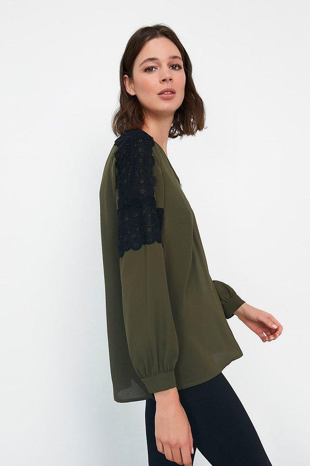 3. Haki renk fermuar detaylı güpür şeritli bu bluz ise sadece 71 TL.