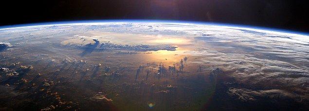 Evrende tesadüfler yok, öyleyse evrenin kendisi en büyük tesadüf olurdu.