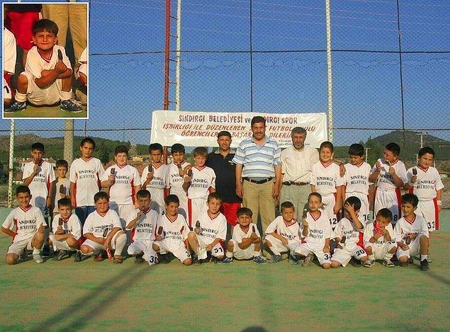 Cengiz Ünder, 14 Temmuz 1997'de Balıkesir'in Sındırgı ilçesinde dünyaya geldi ve futbol hayatına da 8 yaşında Sındırgı Belediyesi takımında başladı.