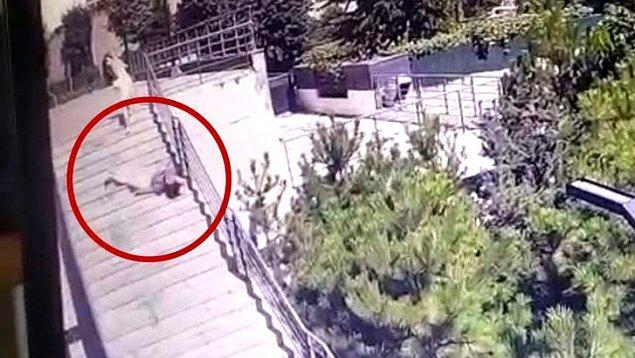 Geçtiğimiz hafta İstanbul'un Bahçelievler ilçesi Yenibosna semti Değirmenbahçe Caddesi üzerinde bulunan lüks rezidansa kiralık ev bakmak için gelen grafiker Soner Elveren'in başına 15'inci kattan henüz bilinmeyen bir nedenle cam düştü.