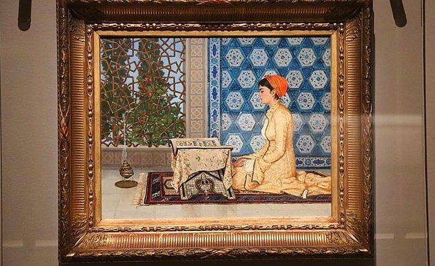 Osman Hamdi bu eseriyle; hem kültür ögelerini, hem kadına bakış açısını, hem huzuru en güzel haliyle yansıtıyor.