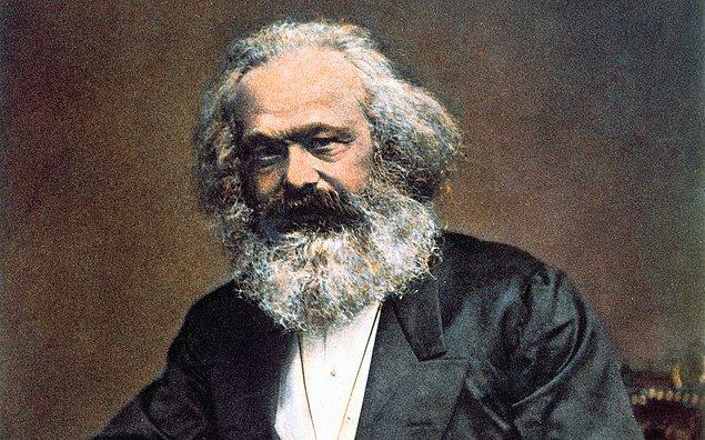 Marx, belli bir zamanda var olan üretim sisteminin, bir toplum sanatının stil ve içeriğini belirlediğini; sanatın da dâhil olduğu manevi, kültürel değerlerin tamamen ekonomik alt yapı tarafından belirlendiğini savunuyor.