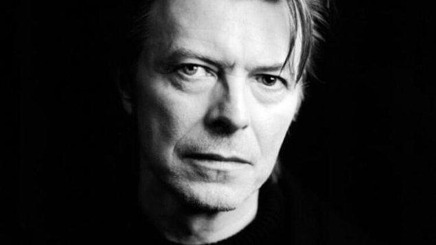"""David Bowie ise """"Müzik su ve elektrik gibi bir hizmet haline gelecek."""" diyor."""