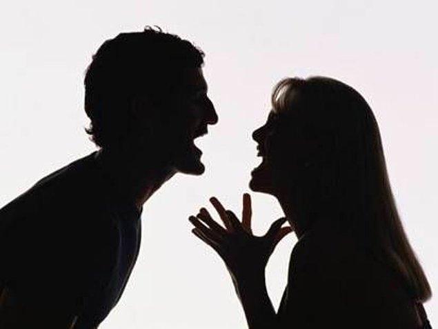 3. Yakın bir arkadaşın ya da sevgilinle tartışıyorsun; fakat o seni dinlemiyor.