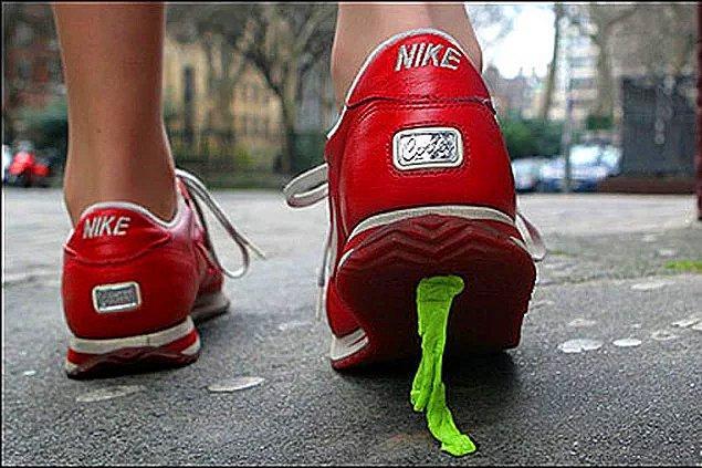 5. Yolda yürürken bir sakızın üstüne bastın.
