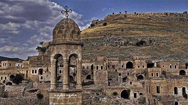 """1. Çarşamba, Farsça-Süryanice dördüncü gün anlamına gelen """"çıhar-şenbe"""" kelimesinden gelir."""