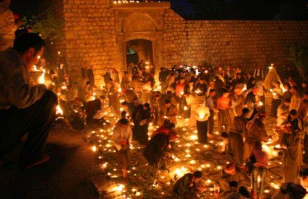 14. Miladi takvime göre nisan ayının 13'ünden sonraki ilk çarşamba, Ezidiler tarafından Kızıl Çarşamba olarak kutlanır.