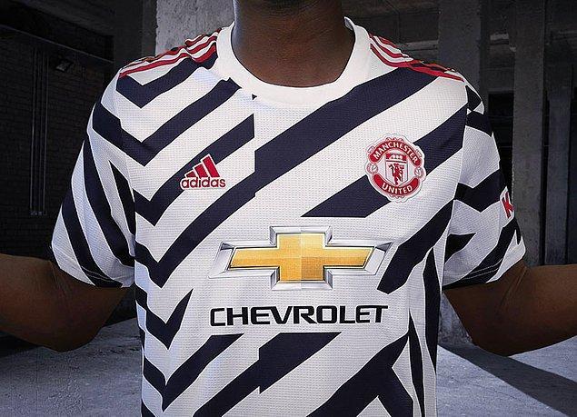 Manchester United'ın alternatif forması tam senlik.