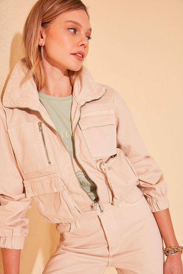 8. Crop ceketin rengi de tipi de pamuk şeker gibi...