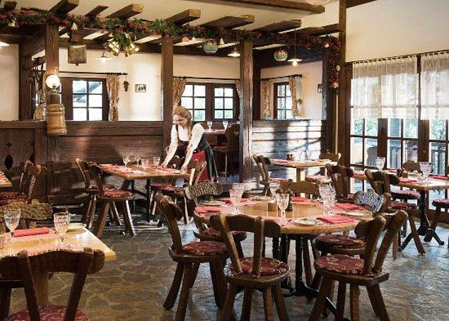 Öncelikle restoranlardan başlayalım. İsviçre'de orta seviyede bir restoranda 2 kişilik yemeği 100.00 Fr. yani 815.00 TL'ye yiyorsunuz. Türkiye'de ise 130.00 TL'ye yani fiyat 15.95 Fr. oluyor.