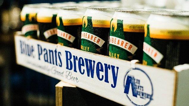 Biraz da içeceklere bakalım. Mesela. İsviçre'de yerli bira 7.00 Fr. yani 57.05 TL, Türkiye'de ise ortalama 15 TL civarında bir fiyatı var. Cappuccino, İsviçre'de 5.01 Fr. yani 40.87 TL, bizde de ortalama 12.53 TL