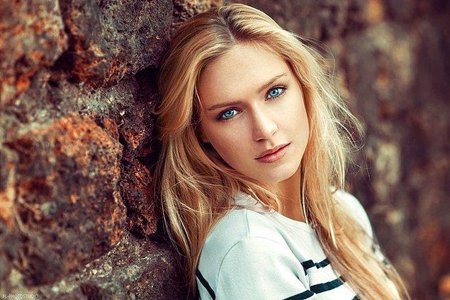 8. Sarı saç ve mavi göz çok abartılıyor.