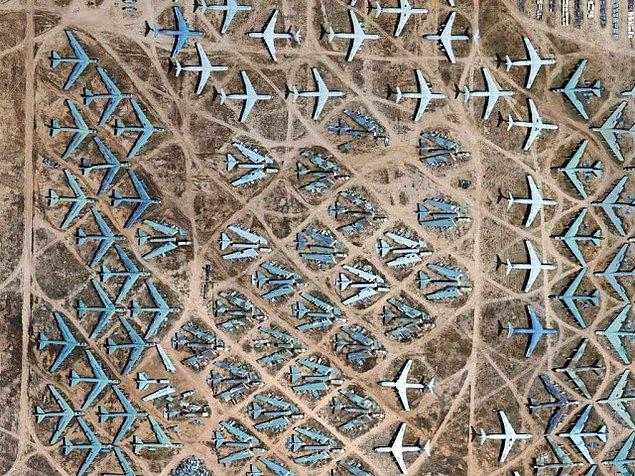Uçakların çölde olmasının ise iki ana sebebi var.