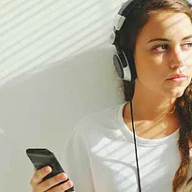Müzik dinlerim.