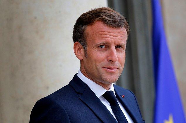 Charlie Hebdo'ya bir destek de, en üst makamdan, Macron'dan geldi.