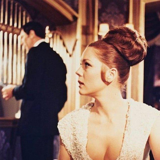 Rigg ayrıca James Bond filmlerinin altıncısı olan 1969 yapımı 'Majestelerinin Gizli Servisinde (On Her Majesty's Secret Service) 'Bond'un evlendiği, zengin bir işadamının kızı 'Tracey' rolüne hayat vermişti.