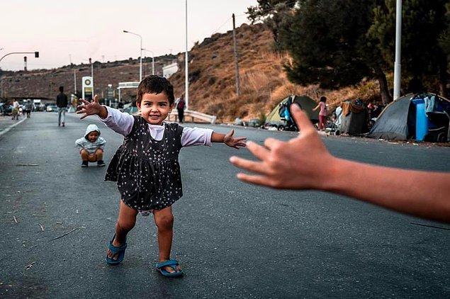 Almanya ise 10 Avrupa ülkesinin, yanında anne ve babası olmayan 400 çocuğu almayı kabul ettiklerini açıkladı.