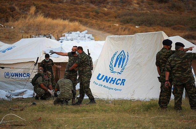 Fakat Yunan ordusu kamp civarına helikopterlerle yardım ulaştırmaya ve geçici barınak olmak üzere yeni çadırlar götürmeye başladı.