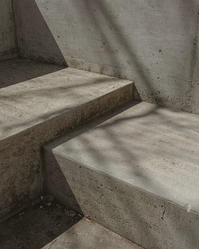 6. Eğer ölmediyseniz ama kazara sizin öldüğünüz düşünülüp bir betona gömdülerse beton, vücudunuzdaki tüm nemi alır ve bundan dolayı da içerisinde ne boğulur ne de ölürsünüz...