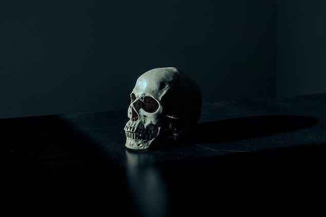 10. Öldüğünüzde beyniniz tamamen çalışmayı bırakana kadar öldüğünüzü fark edersiniz.
