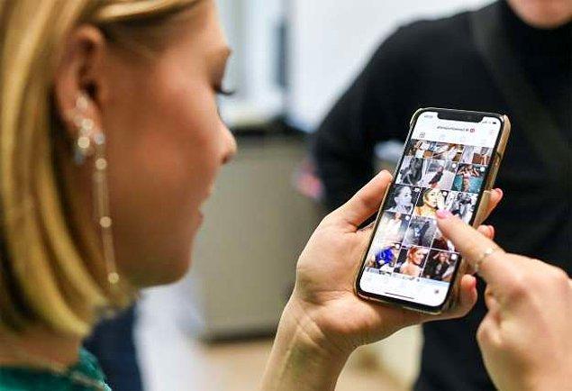 Temmuzda medyada yer alan haberler, Instagram'ın, aktif değillerken bile telefon kameralarını ulaşabildiğine yer vermişti.