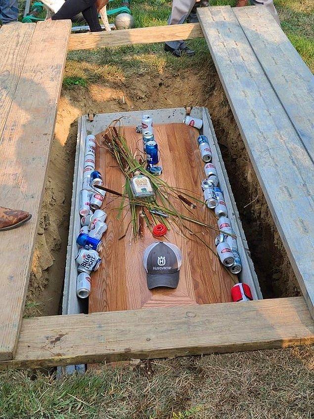 """1. """"Sarhoş sürücü kazasında ölen adamın cenazesini böyle kaldırdılar. Ölen kişi sarhoş sürücü bu arada."""""""