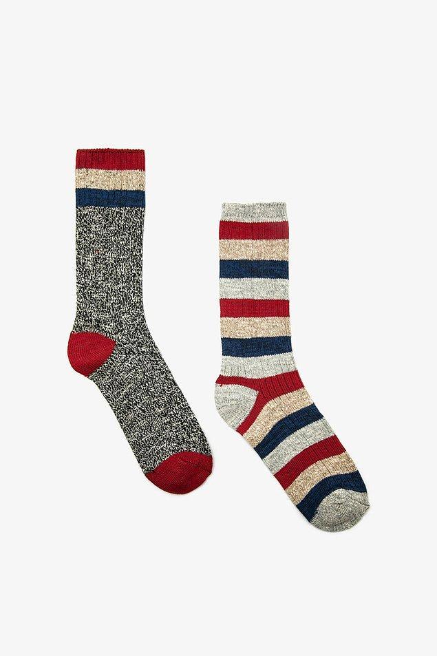 5. Klasik çoraplardan bıkmış erkekler için gelsin bu da... İster spor kıyafetlerle kombinle ister evde giy.