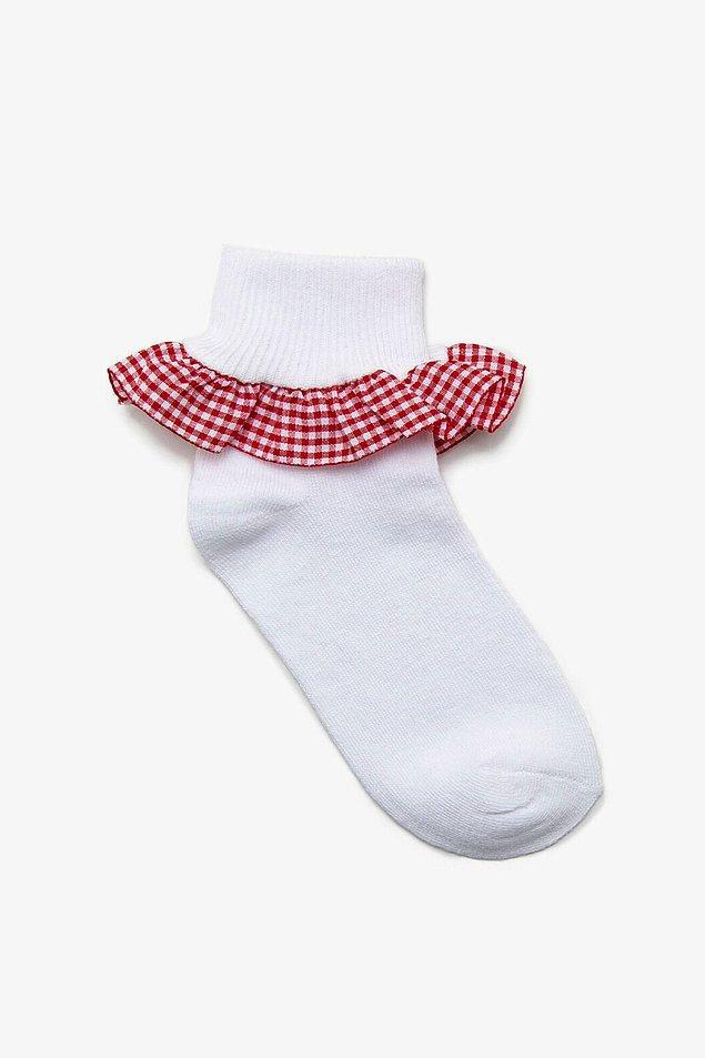 14. Dişlerimi sıkıyorum bu çoraba baktıkça... Çok çok çok tatlı... Bebek çoraplarının hangisi tatlı değil ki gerçi?