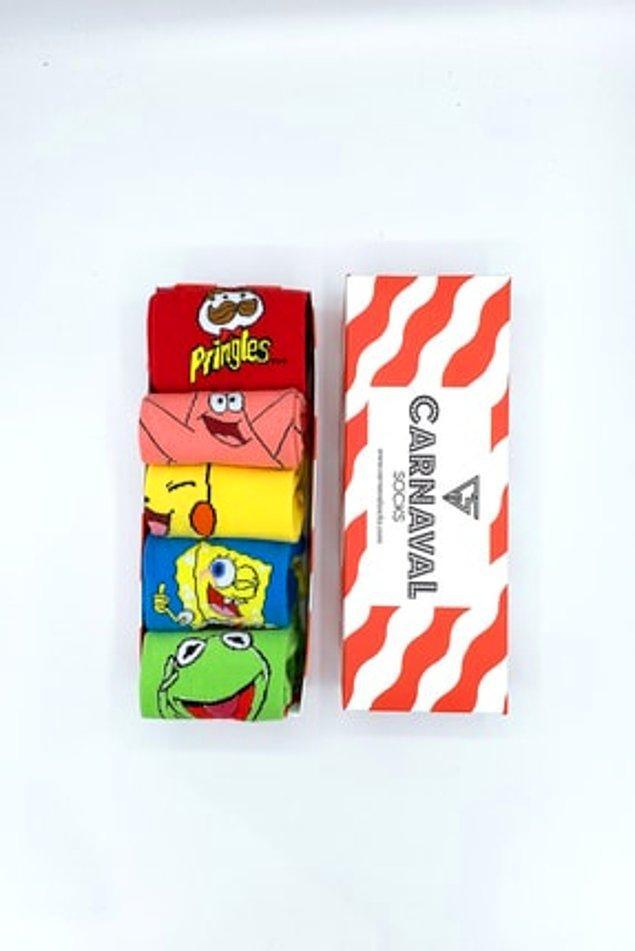 7. Yoo yoo çocuk çorabı değil. Unisex sevimli çoraplar Sünger Bob, Kermit, Pikachu ve Pringles temalı.