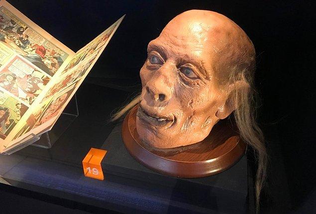 """Aydınlanma anlayışına uygun olarak pek de Tanrı, din ve inançla işi yoktur Bentham'ın. Ona göre bütün bunlar, """"nonsenses upon stilits""""dir."""