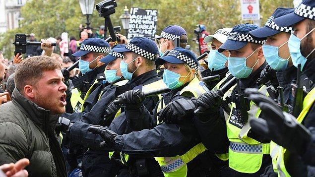 Aynı grubun geçen haftaki eylemine de polis müdahale etmiş ve 32 kişi gözaltına alınmıştı.