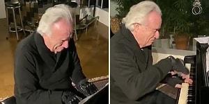Hastalığı Nedeniyle 20 Yıldır Mesleğini İcra Edemeyen Piyanist, Özel Eldivenle Gözyaşları İçinde Piyano Çaldı