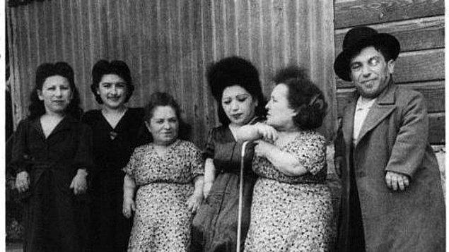 Ovitz ailesi tüm bunlara katlanıyordu çünkü bu yüzden gaz odalarında ölüme mahkum edilmiyorlardı.
